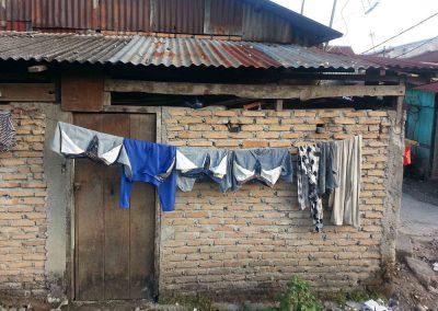slum-clothes-line